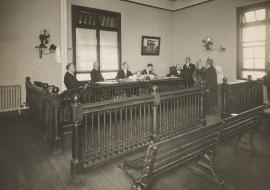 法官迴避的問題,正是《公民與政治權利國際公約》相當重視的:法院的審理有無符合公平審判。所以,此一爭執點也理所當然地被呈現在這一次的模擬亞洲人權法院。原告方主張邱和順案在台灣法院的審理過程中,邱和順上訴至最高法院11次,而在這11次審判當中,有超過半數法官是重覆而沒有自行迴避。原告方認為,既然法官已經參與了前次法院的審判,自然會對於這個案件就產生一定的成見,而在後來的審判時就沒有辦法完全客觀,這點違反了《公民與政治權利國際公約》第14條關於公平審判之權利!邱和順從在2011年被判處死刑定讞,不過,更審了11次,從歷次的死刑判決書以觀可以發現,每次上訴最高法院的審理庭的法官,有時候時同一組五位法官全部重複,有時候則是二到四位法官的部分重複。