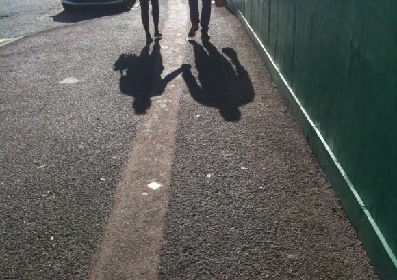 Hand-holding shadows by eltpics_CC BY-NC 2.0