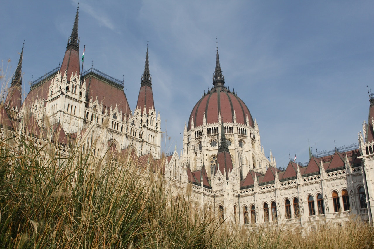 ancient-architecture-budapest-634138.jpg